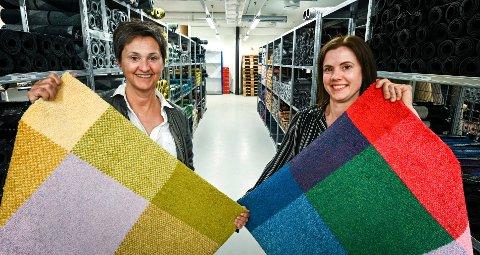 Heymat vant designpris i New York med en matte fra den første kolleksjonen, bare i nye farger. Sonja Djønne (f.v) holder vinnerdesignet og Tina Østrem holder originalmatta.