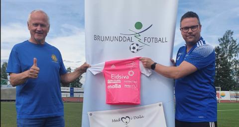 GIR: Erik Weisser-Svendsen fra Furnes Lions (t.v) og Fred Leo Nysæther i Brumunddal Fotball kan glede noen med gratis plass på årets fotballskole på Sveum.