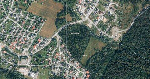 Flyfoto av området Tronrud eiendom AS har kjøpt på Jevnaker, området er merket Kongehaugen og Brenna.