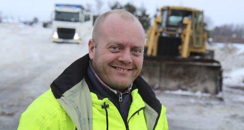 Blid danske: Nicolai Sandstød har travle dager ved deponiet i Isakveien. Han er forberedt på at han må arbeide i helgen. BEGGE FOTO: KJELL AASUM