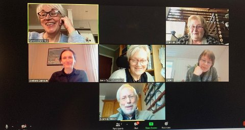 INVITERER TIL SENIORTREFF: Gerd Holter, Marit Lie, Svetlana Ssanova, Anne Cecilie Strandslett, Jorunn Schie og Sverre L. Nilsen står klare til å ønske velkommen når alle 78-åringer i Asker inviteres til digitale temamøter i Asker seniortreff.