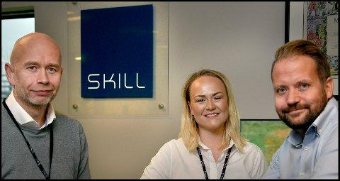 HR-sjef Jostein Svendsen (t.v.), brukeradopsjonskonsulent Anne Strebel og markedsdirektør Pål-André Kjøniksen i Grålum-bedriften Skill AS ser fram til å rekruttere 100 nye medarbeidere og kollegaer de neste tre årene.