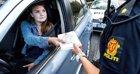 Utrykningspolitiet har denne uken ekstra fokus på uoppmerksomhet bak rattet og manglende beltebruk.