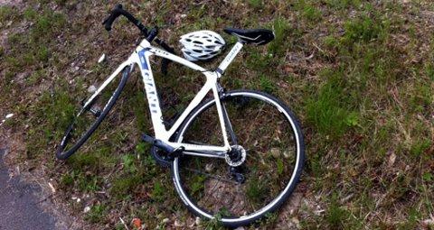 Det var under en treningstur på racersykkel ved 21-tiden søndag, at den 15 år gamle gutten fra Melum ble presset av veien med vilje av en personbil.