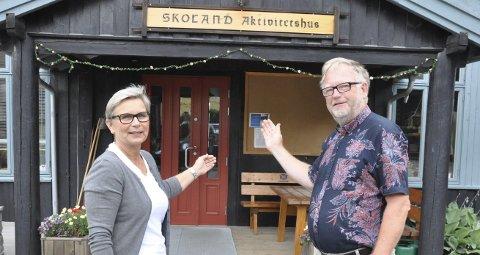 Ikke bare for «oldiser»: – Skoland er slett ikke bare for dem som er rundt 80 eller mer, sier Gunn Karin Slaaen Rørvik og Svein-Helge Næset, og lanserer nytt tilbud til «unge gamlinger» på 60+.