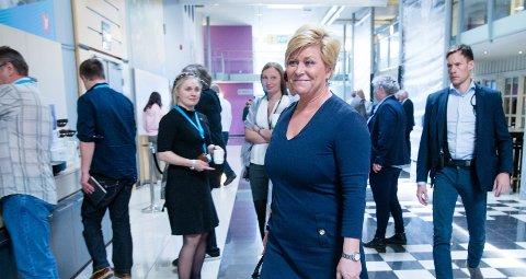 Finansminister og Frp-leder Siv Jensen vil torsdag legge fram et revidert nasjonalbudsjett som etter alt å dømme viser at situasjonen for norsk økonomi er lysere enn på flere år.