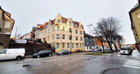 Trappehuset i Dr. Werrings gate i Kristiansund kan bli ombygd til leiligheter, dersom det lykkes med å få bruksendring til boliger. Bygget ble sist benyttet som lokaler for Kristiansund opplæringssenter i 2013.