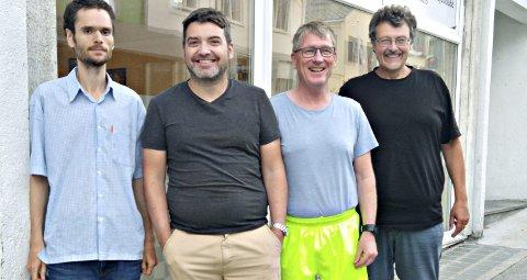 I styret: Thomas Nyland (fra venstre), Bjørn Frode Morkestrand, Roger Hojem og Tore Kristiansen sitter i styret til Kristiansund Sjakklubb. Foto: Vegard Simensen