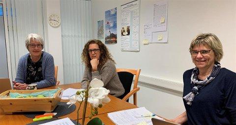 Oddrun Hoset, Tonje Ormset og Anne-Marit Sylthe fra smittesporingsteamet gir beskjed om karantene, følger opp med informasjon i karantenetiden og følger med at de syke har det bra.
