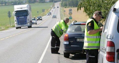 At politiet står på denne lange sletten i Tønsberg, er ikke noe nytt. Likevel blir mange tatt i hver eneste fartskontroll.