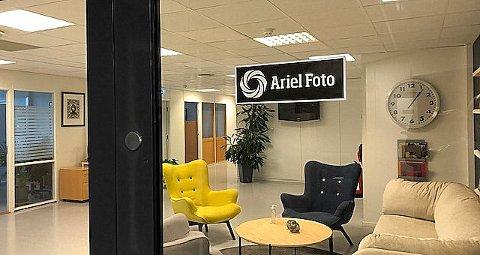 FORTSETTER: Det er ny drift i Ariel Foto. Etter at konkursboet ble kjøpt opp har alle ansatte fått tilbud om videre ansettelse.
