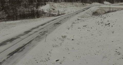 Fylkesvei 705, Langsvola mellom Brekken og Tydal fredag morgen. Det er meldt om vanskelige kjøreforhold også gjennom helgen.