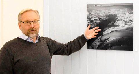 Det er mange spennende detaljer å se på «flybildene» av Folgefonna, sier Knut Werner Lindeberg Alsén.