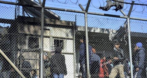 Mens vi er relativt trygge med sykehus og sikre hjem lider barna på Lesvos. Solidaritetsarbeiderne har dratt hjem, mens koronaviruset er på vei inn. Leiren er planlagt til 3000. Nå er det 22.000 mennesker der. 7500 av dem er barn. FOTO: NTB/SCANFOTO