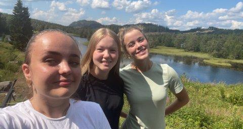 Venninnene Mari Catrine Tveten Eriksrud (t.v., Oda Paulsen Ask og Katrine Mehren opplevde meteoritten på nært hold.