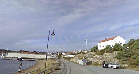 Landemerke:  Det gamle  hotellbygget ligger på en av Skjærhaldens flotteste tomter med adresse Strandveien 36.   (Arkivfoto: google maps)