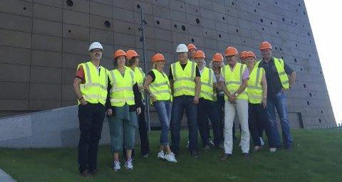 På danmark-besøk: Styret og ledelsen i Frevar var nylig på studiebesøk på Sjælland, bildet er tatt i Roskilde ved energitårnet til selskapet Kara/Noveren. Foto: Privat