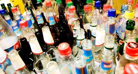 GIR STORE INNTEKTER: Panting av tomflasker sørget for 32 millioner kroner i kassa til Røde Kors i fjor.
