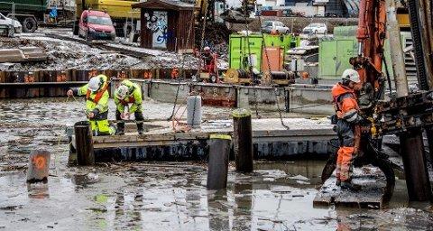 Godt fjell: Geoteknikerne Yngvar Hanson og Espen Fiskum i multiconsult kontrollerer borredybden i forbindelse med byggingen av den nye Simo-Ørebekk-forbindelsen i 2016.