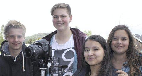 HEDER: Neste år har de lyst til å gå for seier for skoleavisa Flisa Avisa – På Nett. Fra venstre: Jan Emil Larsen, Jørgen Mathiesen, Madelen Blomquist og Fatina Gabrielsen.
