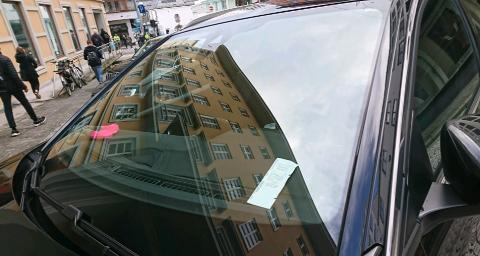 For kvinnen så lappen ut som en helt vanlig parkeringsbillett.