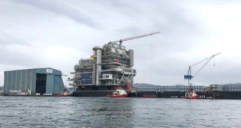 PÅ RISØY: «Johan Sverdrup Process Platform 2» har ankommet Aibels verft på Risøy.