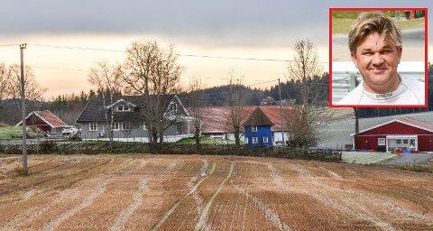 PANT I GÅRD OG BILER: Ronny Hushovd, som er broren til Thor Hushovd, har tatt pant i gården og bilene til Henning Solberg i Spydeberg.
