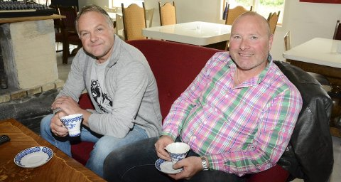 Tor Kvandal (t.v.) og Jens Lindskog har drive Åkrafjorden jakt saman i 14 år. No går dei kvar sin veg. Men likevel ikkje heilt. Og engasjementet rundt jakt og hjorteforvalting er sterkt hos begge.