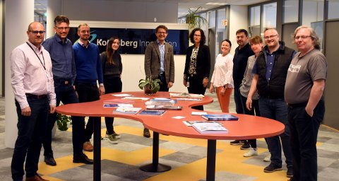 Fra venstre: Ottar Sundheim, Kongsberg Innovasjon (KI), Svein Olav Torø (KI), Erik Østreng (KI), Ingvild , Olav Madland, Applied Autonomy, Berit Slagnes, (KI), Tina Edvardesen (KI), Glenn Stetson, Logisense og de tre i IOT Labs, Tony Korsvik,ÅseMaj Håkonsbakken og Ingar Pedersen.
