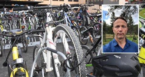 Håvard Amundgård ble forskrekket da han oppdaget at noen hadde tuklet med sønnens sykkel.