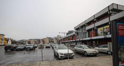 STRIDENS KJERNE: Det er isfront mellom Moss kommune og Thon Eiendom i spørsmålet om hvordan man skal løse parkeringsfloken knyttet til Domustorget. Partene har knapt hatt kontakt på halvannet år.