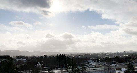 Sola uteblir tirsdag, men temperaturene har steget de siste dagene. Her fra Kystad på Byåsen.