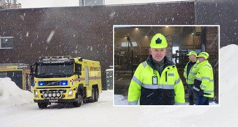 MYE RØYK HOS HUNTON: Det var en eksplosjonsartet som skapte stor røykutvikling på Huntons nye fabrikk ved Skjerven skog torsdag morgen.