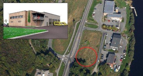 LANGS ELVEVEIEN: Larviks nye ambulansestasjon skal bygges langs Elveveien, rett syd for brannstasjonen. Planen er at bygget er innflyttingsklart i oktober 2018.