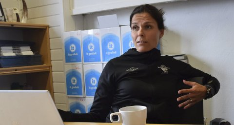 BEKYMRET: Daglig leder i Elverum Fotball, Ida Dyreng, er bekymret for hvilken effekt kuttene til idretten vil få på lang sikt. Foto: Anita Høiby Gotehus