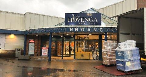 TOMME LOKALER: Den siste tiden har det blitt flere tomme lokaler i Hovengasenteret. Eiendomssjef Kyrre Efteldal er likevel positiv til det nye året.