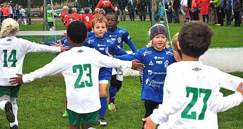 MÅ VENTE: Mens fotballag i andre kommuner får spille treningskamper mot lag innad i kommunen, må RIF vente til slutten av mai. Arkivfoto