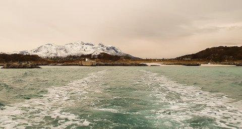 Gåsvær er ei lita øy nord for Kvaløya i Tromsø. Høyeste punkt er bare 21 moh. På Gåsvær finnes tre hus, et naust, et kapell og en kirkegård.