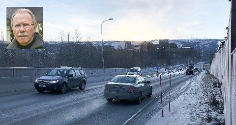 Leder i NAF Helgeland, Ernst Dahle (innfelt), sier at mange medlemmer undrer seg over behovet for å strø veiene når det er så kaldt og tørt.