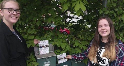 Mathea Holm og Malfridur Kristin Magnusdottir delte ut flyers i postkasser i Hønefoss.