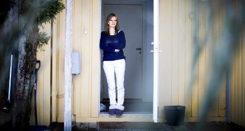 May Torill, bosatt i Blaker, har forsøkt å slutte å røyke flere ganger. Ved en anledning holdt hun opp i tre måneder, men da ved hjelp av e-sigarett. Tidligere har hun proklamert røykeslutt på sosiale medier. Det gjør hun ikke denne gangen.Foto: Lisbeth Lund Andresen
