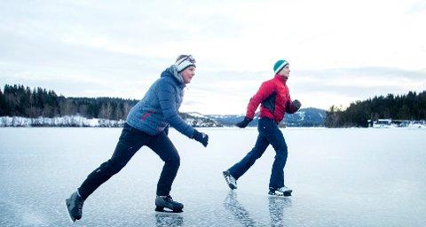 Trondheim  20181218. Illustrasjonsbilder: På skøyter på Jonsvannet i Trondheim. Modellklarert Foto: Gorm Kallestad / NTB scanpix