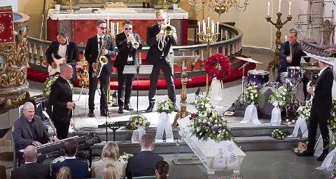 BLUES: Brødrene Landa hyllet faren sin med blues-musikk i begravelsen i Asker kirke.
