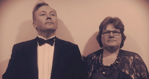Spent ektepar: Herr og fru Holm arrangerer forretningsmiddag i anledning ny firmapartner.
