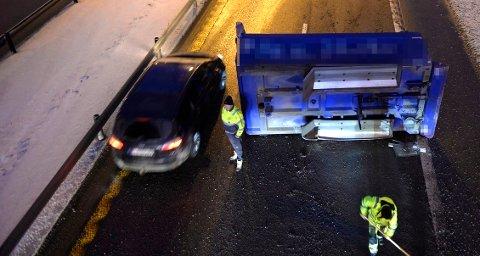 SAKTE TRAFIKK: Det avrevne lasteplanet skapte store problemer for avviklingen av trafikken på E18.