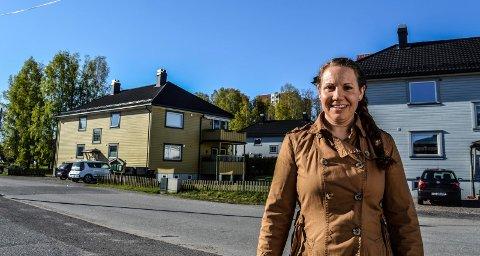 FORTETTING: Ranvik er ett av fem områder Rambøll anbefaler. I bakgrunnen én av Sjøstrandblokkene. Enhetsleder Maria Sundby Haugen og kollegene i kommunen skal nå vurdere fortettingsinnspillene.