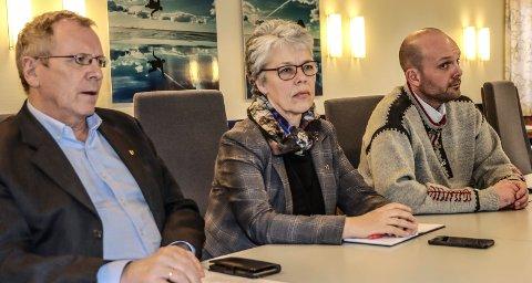 NYE TILTAK: Helsesjef Øivind Werner Johansen, kommunedirektør Unni Skaar og ordfører Sindre Martinsen-Evje informerte om nye tiltak knyttet til koronautbruddet.