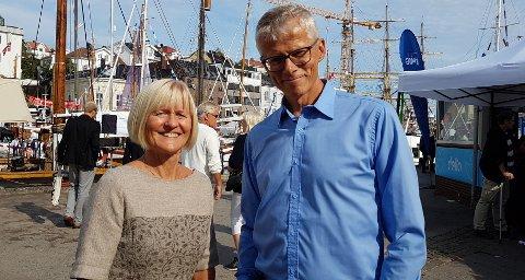 Unio-leder Ragnhild Lied og skattedirektør Hans Christian Holte er fornøyde med at stadig færre handler svart.