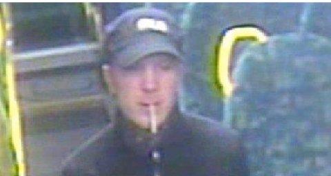 Politiet ber publikum om hjelp til å identifisere mannen som ranet en buss på Sandesletta torsdags kveld.