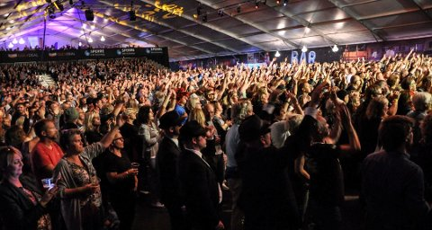 TRENGER PENGER: Notodden Blues Festival trenger et positivt vedtak i Notodden kommuenstyre i morgen for å kunne fortsette. Her fra Hovigs Hangar i 2016 Foto: Beate Evensen